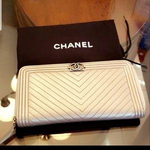 Chanel boy wallet grey caviar authentic
